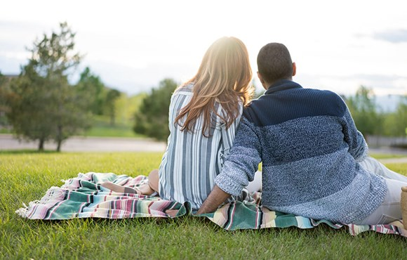 Couple picnic in Anthem Broomfield, Colorado