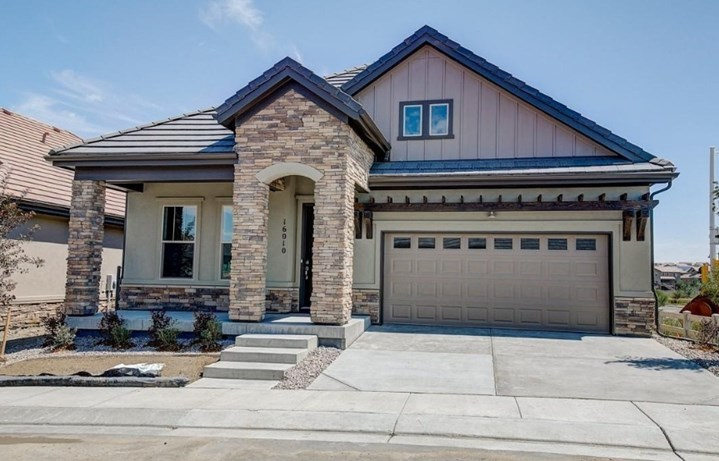 New home at 16010 Atlantic Peak Way by David Weekley (55+) | Anthem Colorado